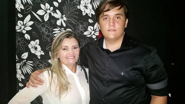 Todos os vivas hoje para  o amigo Lucas Câmara Maia que posou com a mãezona Danusa e nós desejamos felicidades mil!