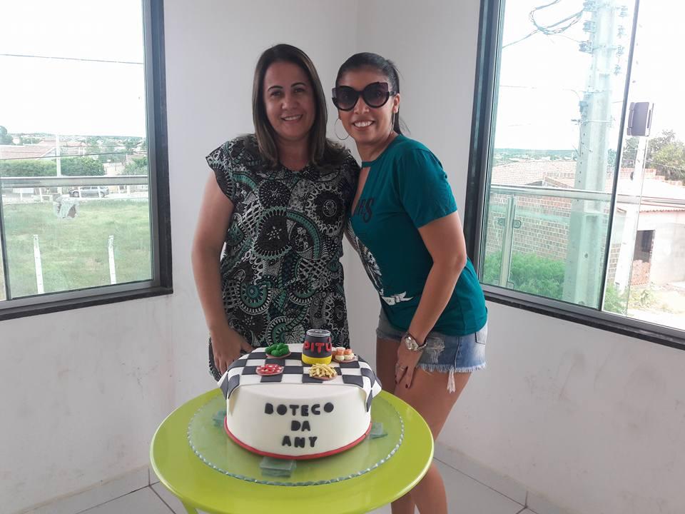 Aniversariantes do dia 20 de Junho as irmãs Ana Paula e Any Ami Dantas da Costa. Vivas!