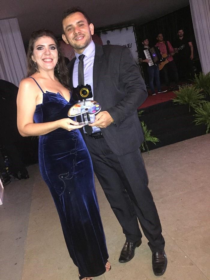 Evilácio Júnior com a esposa Keila Rêgo. Ele foi destaque como Educador Físico. Parabéns!!!