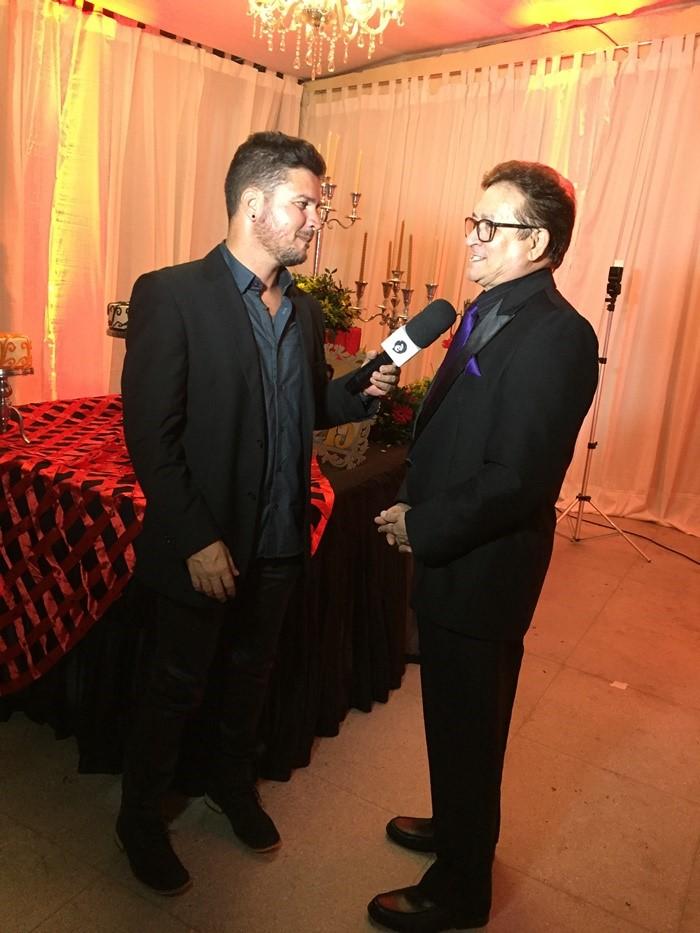 O apresentador Will Vicente entrevistando o anfitrião da noite, o colunista Lisboa Batista.