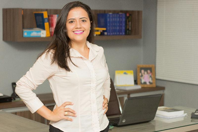 Parabenizamos e desejamos sucesso profissional para Ana Glaice Bezerra, recém-aprovada na OAB. A mais nova advogada da cidade presta seus serviços no escritório Feitosa Rocha Advocacia.