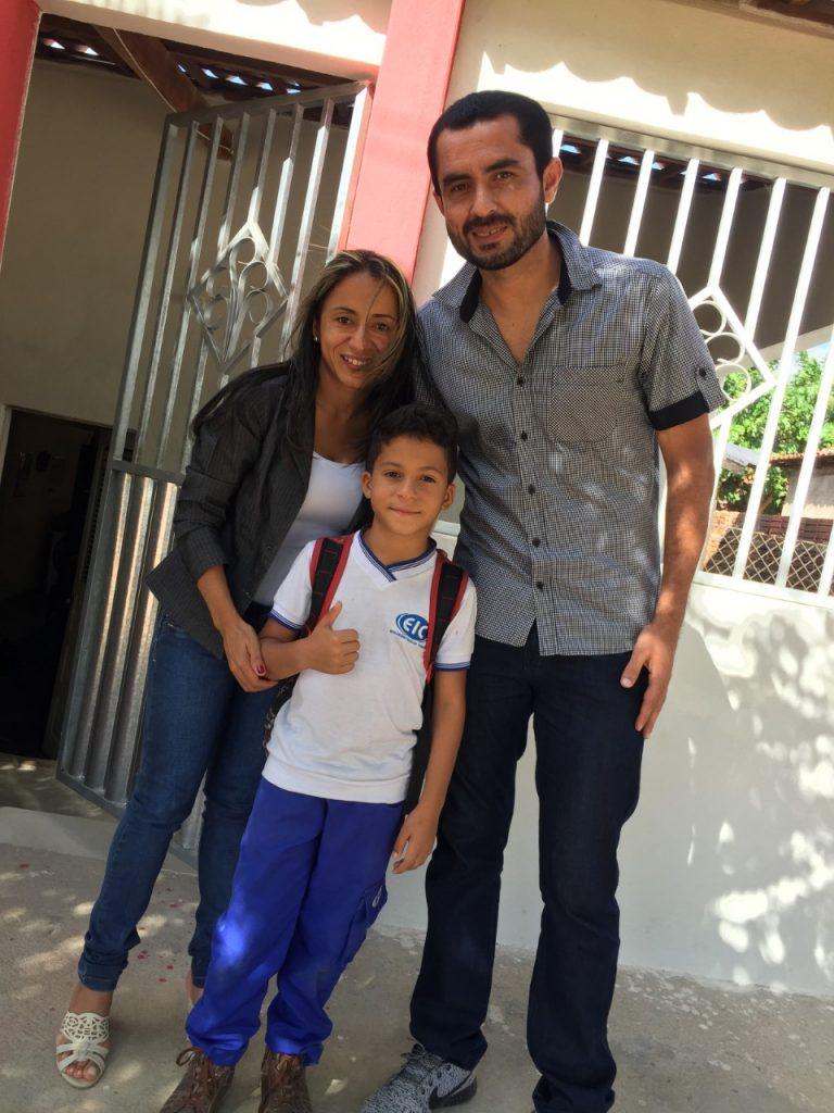 Alcinete Morais com o filho Luís Felipe e o Jogador Neto Caraúbas.