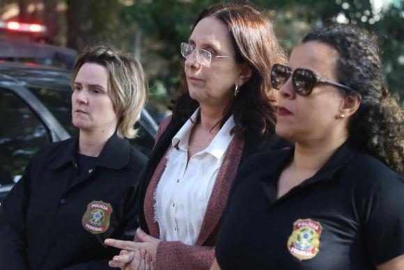 Irmã de Aécio Neves irá cumprir prisão domiciliar.