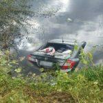 VIDEO – Carro cai em açude a mata quatro pessoas na RN 233