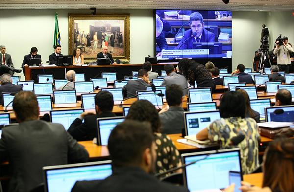 A proposta recebeu parecer favorável do relator, Esperidião Amin (Foto: Câmara dos Deputados).