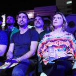 Atores e autor de novela da Globo prestigiam espetáculo Chuva de Balas