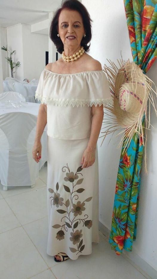 Elegante como sempre Tica Soares que reuniu amigos e brindou a festa da vida na ultima sexta-feira. Tintim!