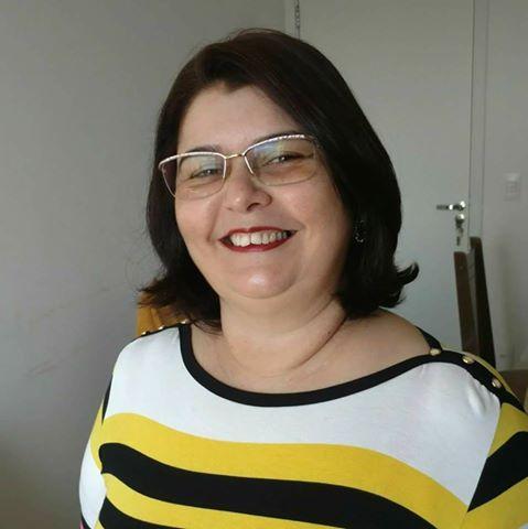 Aniversariante do dia a querida professora Virginia Fernandes para quem desejamos tudo de melhor sempre. Parabéns!
