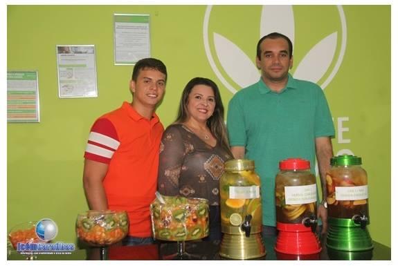 Em noite de inauguração David Eduardo com os empresários do Espaço Vida Saudável Josilandia Gomes e Tony. Sucesso!
