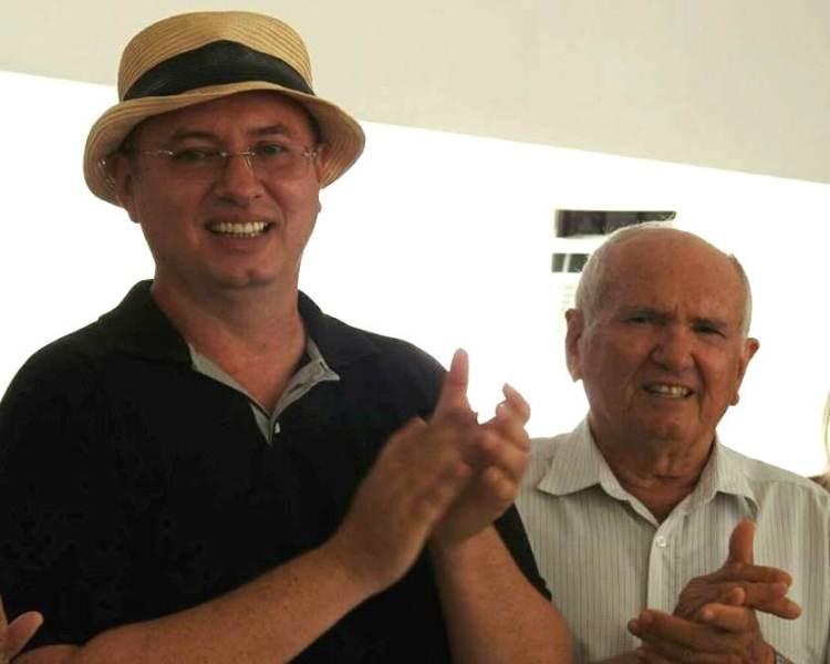 Ao lado do pai Sebastião Gurgel, o aniversariante do dia Rômulo Augusto para quem desejamos felicidades sempre. Parabéns!