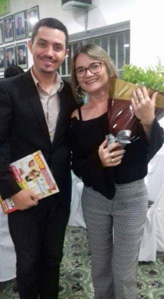 Vereador Presidente Gustavo Bezerra com a Educadora Marcia Braga no Lançamento da Revista KACTUS em Afonso Bezerra.
