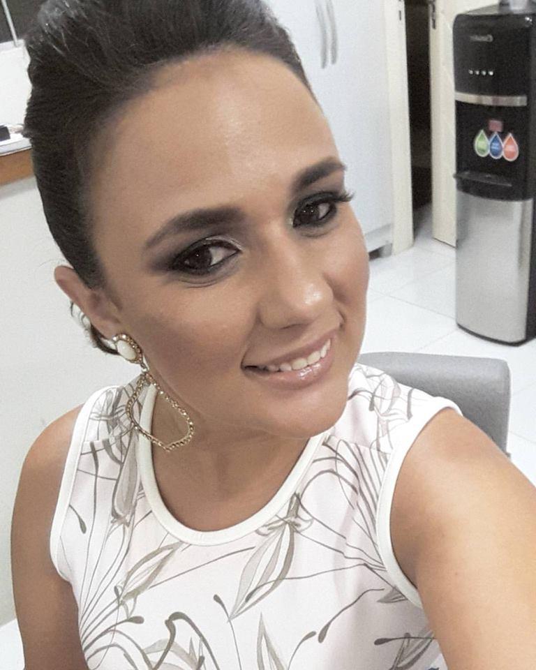 A maquiadora Valéria Morais amanheceu de idade nova e nós é claro que brindamos a data. Tintim!