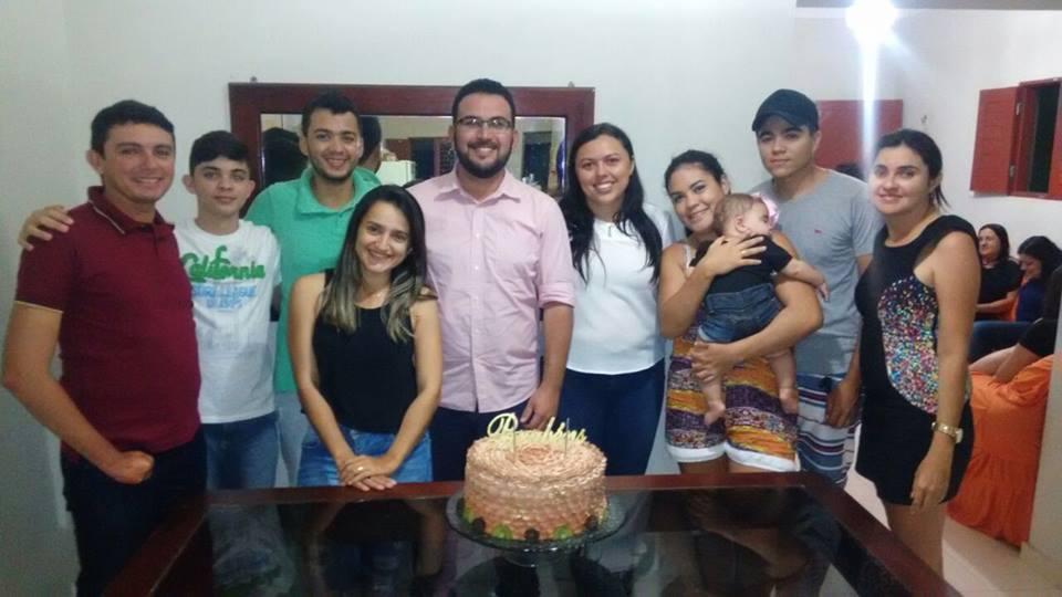 O jornalista e diretor da Avante Comunicação, Marcus Vinicius, aniversariou na semana passada e ganhou festa surpresa. Parabéns e felicidades!!!