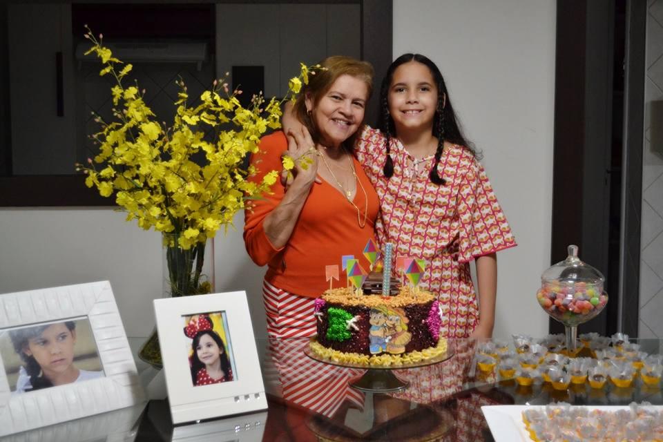 A mamãe coruja Conceição Oliveira no abraço de aniversário de sua filha Isabelita. Felicidade linda!