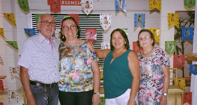 No Arraiá da Soarada, o casal Rui Gurgel/Uigna de Begna, Rossana Amaral e dona Netinha Amaral. Gente fina!