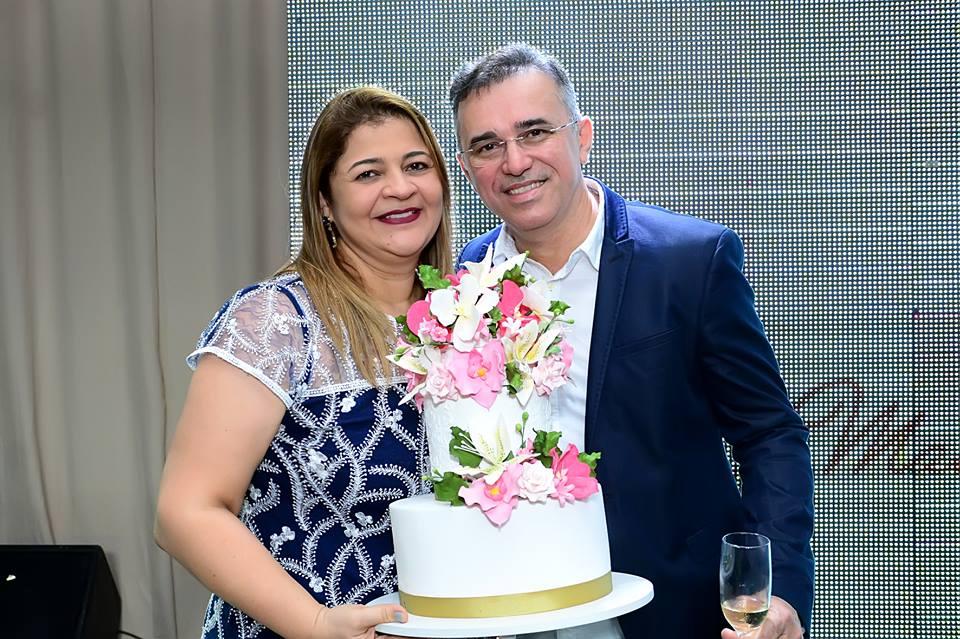3.Um brinde a essa grande mulher Liane Dantas aniversariante desta semana. Sempre ao lado do mui amado Eronildo Pereira.