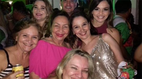 A Matriarca Rizza Montenegro com os filhos Deputado George/Luciana/Nora Danielle Morais e Amigas no São João Assú.