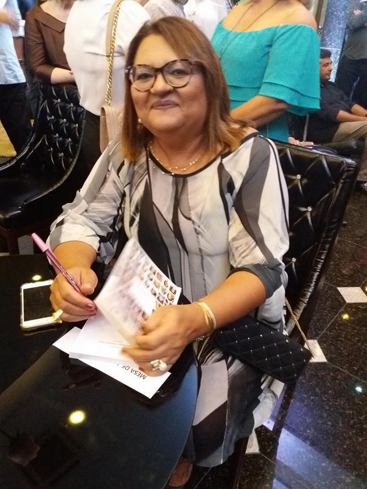 Uma das homenageadas e escritoras do livro Por Isso Não Provoque, a apodiense Ádna Canário. Linda sua estória, minha querida!