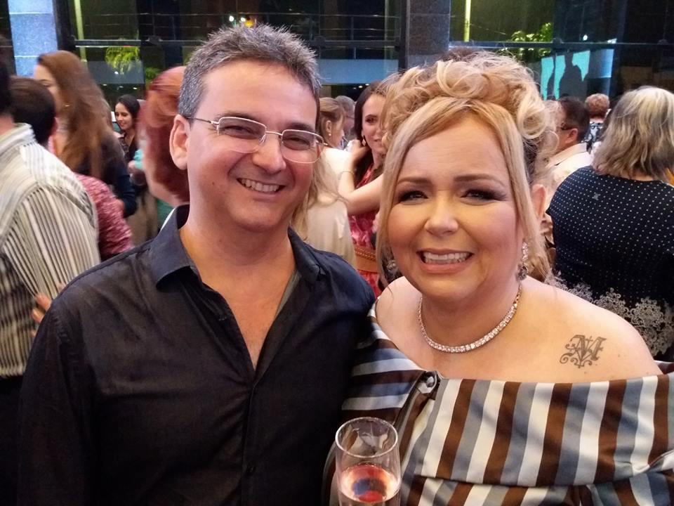 Cid Augusto com Marilene Paiva no lançamento do livro Por Isso Não Provoque. Timtim!