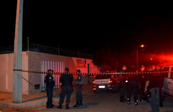 """Bandidos saíram do local do crime gritando """"É o PCC, porra"""" (Foto: Fim da Linha)."""