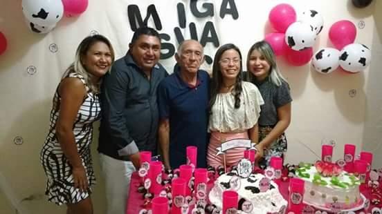 Este colunista em família com o genitor Aristófanes Henrique, a mana Maria José e as sobrinhas Eliza e o broto que festejou 15 anos Heloisa Araújo.