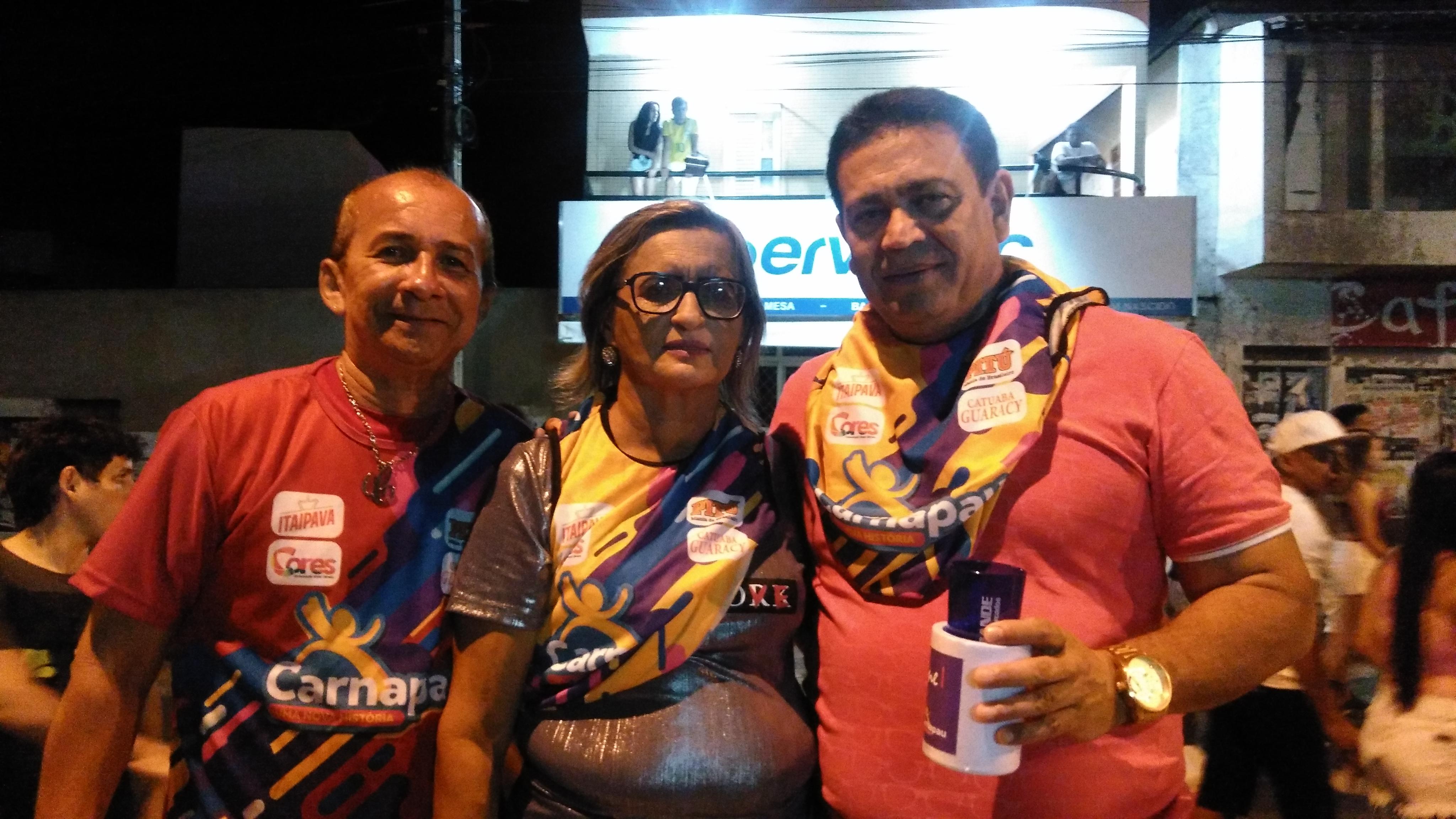 Leonia e Aiton, idealizadores do Umarizal Fest prestigiando o Carnapau, na companhia do amigo Cesimar Oliveira.