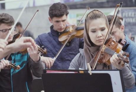 ONU orquestra com refugiados
