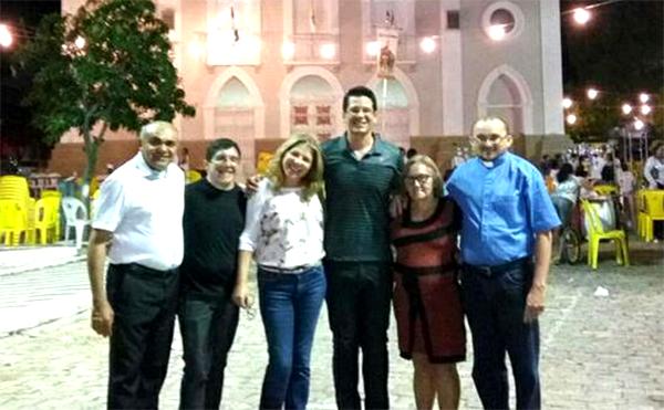 Os padre José Mário (Encanto) e Valdeci Donato (São Miguel) prestigiando a festa da padroeira de sua Diocese de origem, Caicó/RN ao lados dos amigos Ed Filho, Cláudia, Leandro Roberto e Sibá.