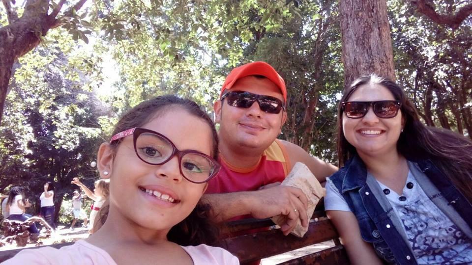 Aniversariante do dia a querida Bruna Alves, com o amado Fábio Pereira e a filha Luna Maria. Parabéns!!!