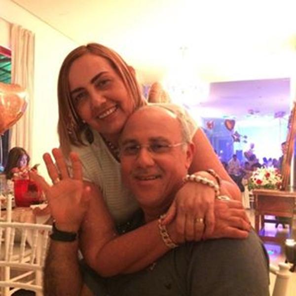 Aniversariante querida da semana a alinhada Vania Solano, na foto com seu amado Jânio Marinho, e nós claro desejamos felicidades sempre!