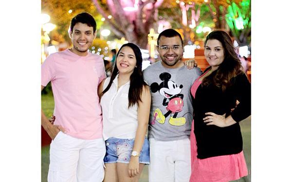 Bolo e guaraná para Bruno Moreira e Marina Morais, ele aniversariante do dia 30 e ela do domingo 03, na foto com os respectivos Love, Fernanda Gurgel e Yago Gurgel. Parabéns!