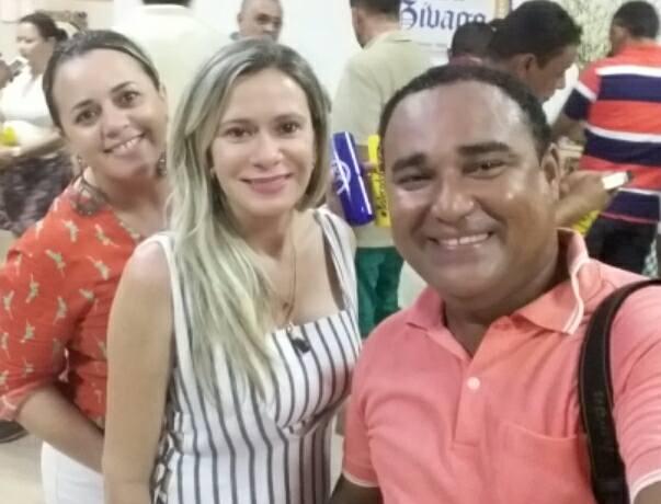 Aniversariante da quinta-feira a amiga Gina Kaline Vieira Régis, ao lado de Senise Barreto e Sebastian Santos. Para ela desejamos saúde e paz!