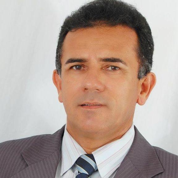 Sábado é dia de vivas para o advogado Francisco de Queiroz e hoje nós antecipamos os cumprimentos com votos de saúde e paz!