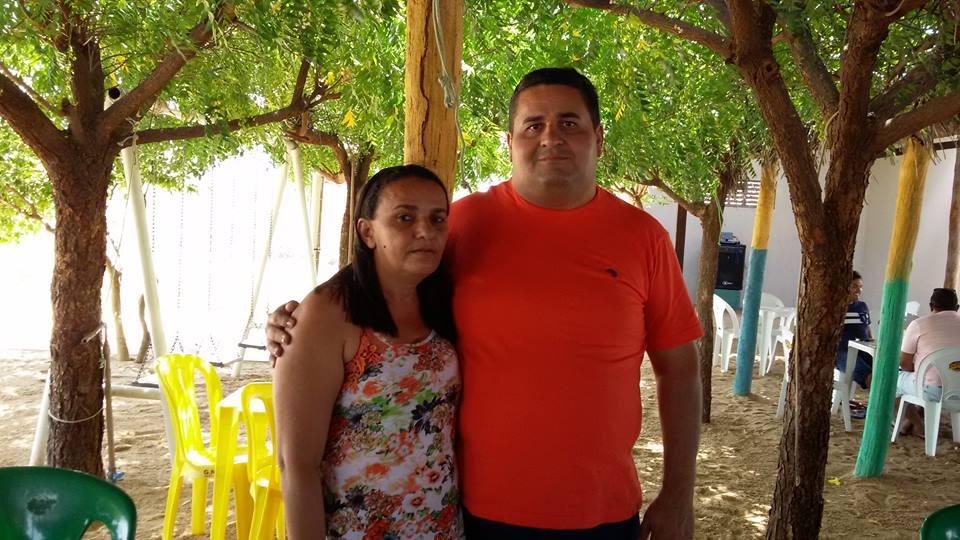 Ao lado da irmã Rosegna Pereira o aniversariante festejado da próxima quarta-feira na cidade de Janduís o amigo Jório Targino para quem desejamos felicidades sempre!