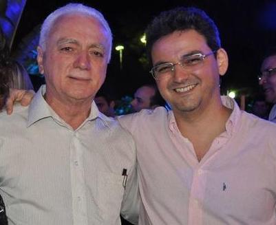 Dr. Laíre Rosado, aniversariante da segunda-feira, 28, aqui no clique com o filho Dr. Cid Augusto. Parabéns e felicidades!!