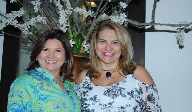 Todos os vivas para a odontóloga Norma Miriam Fernandes, na foto com a irmã Jará Cândida. Parabéns e tudo de melhor sempre!