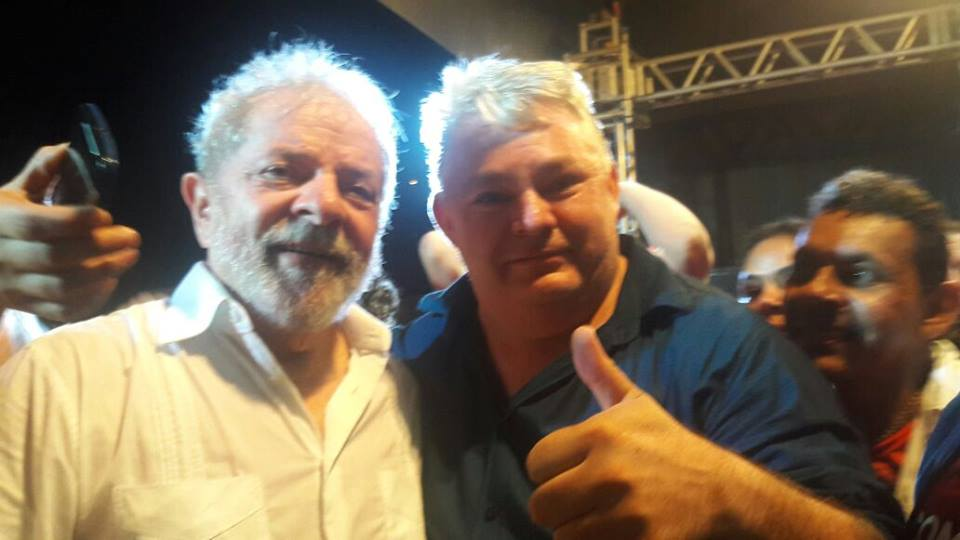 O vereador Galego do Alho, aniversariante da quinta-feira, 31, aqui no clique com Lula. Parabéns e felicidades!!!
