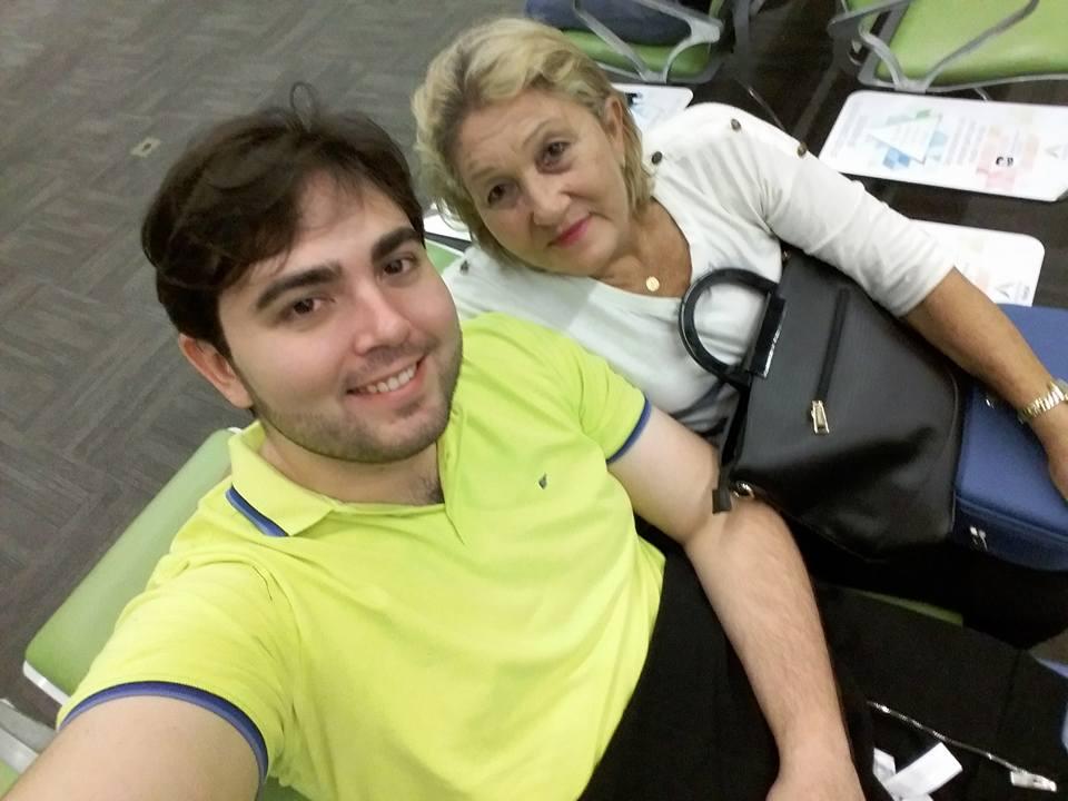 Heronildes Júnior, aniversariante desta sexta-feira, no clique com a sua amada mãe. Parabéns e felicidades!!!