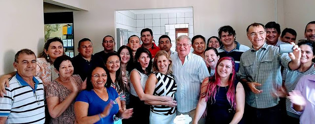 Funcionários Públicos Municipais fazem festa surpresa para Prefeito Abelardo e Primeira Dama Rita Rodrigues pelas suas datas Natalícias. Parabéns!