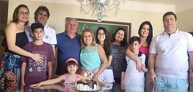 Prefeito Abelardo Rodrigues Filho  com sua Musa Rita Martins Rodrigues celebram a Vida em Família. Gente que Faz & Acontece!