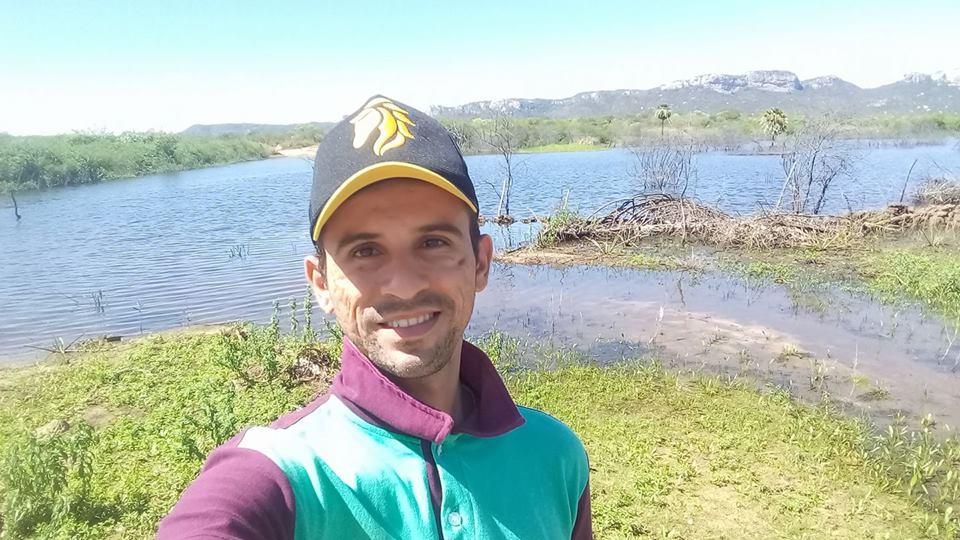 Aniversariante da próxima quarta-feira o amigo editor de imagens Paulo Roberto para quem desejamos saúde e muita paz. Parabéns!