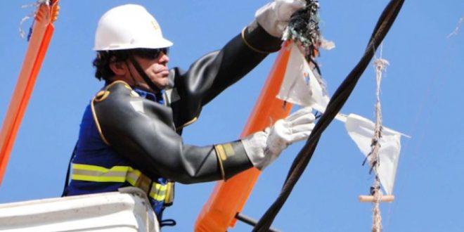 Além de descargas elétricas, pipas podem se enroscar nos fios  e causar problemas à rede.
