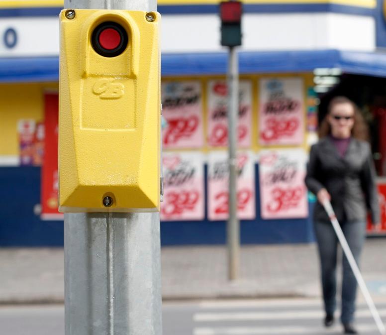 Projeto irá auxiliar a travessia de pessoas com deficiência visual.