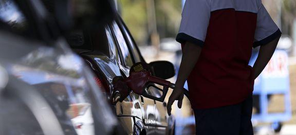 Postos de combustíveis ajustam os preços e repassam para o consumidor o aumento da alíquota do PIS e Cofins pelo litro da gasolina (Marcelo Camargo/Agência Brasil)