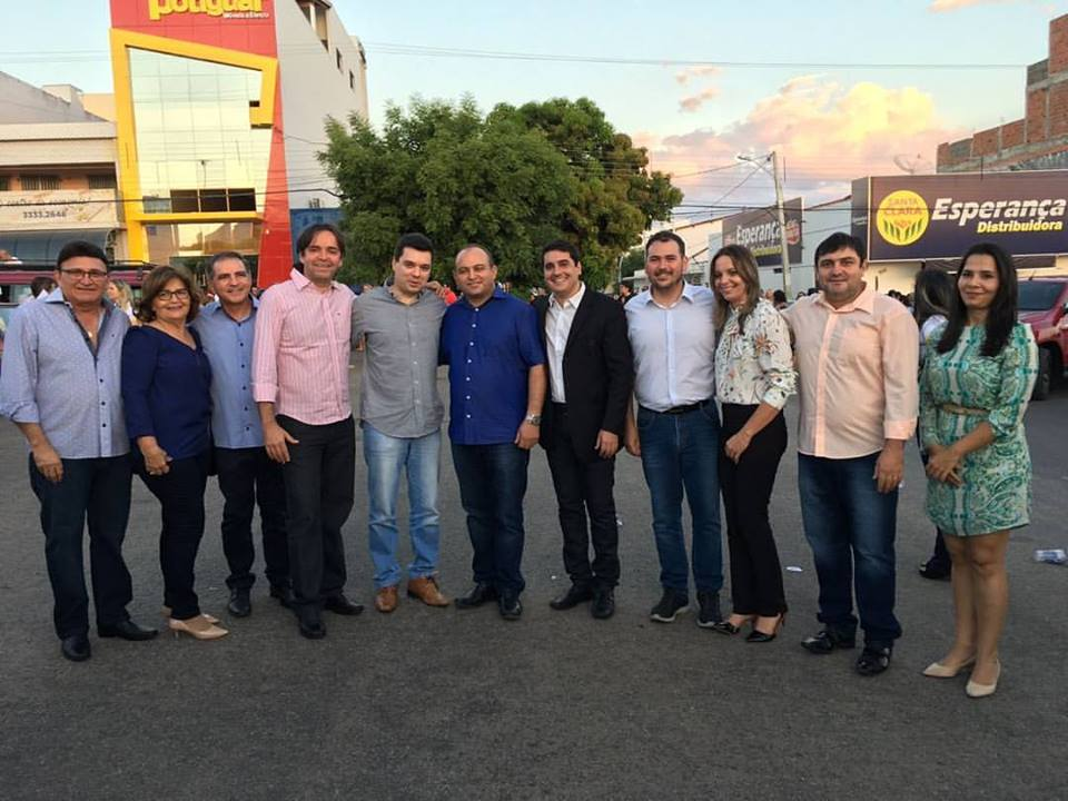 Ao centro, o prefeito Alan Silveira recebendo autoridades no Desfile Cívico do 7 de Setembro em Apodi.
