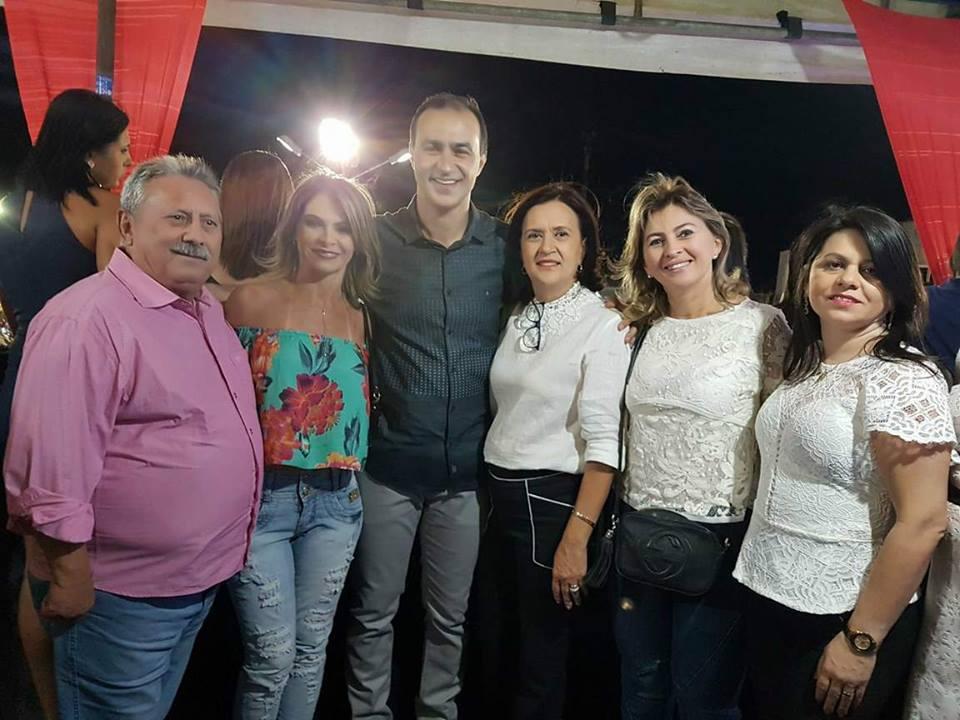 Prefeita de Alexandria, Jeane Ferreira com seu esposo, Expedito Ferreira e colegas prefeitos, Leonardo Rego, Bernadete Bezerra, Shirley Targino e Rosana.