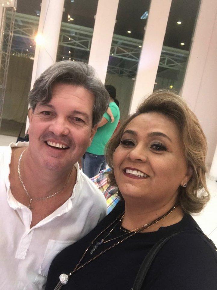 Aniversariante querido o decorador Nilton Junior ao lado de Fábia Soares, para ele desejamos felicidades mil!
