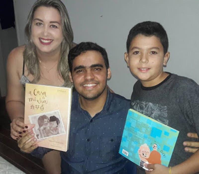 Manoel Cavalcante em noite de autógrafos no lançamento dos seus dois últimos livros escritos.