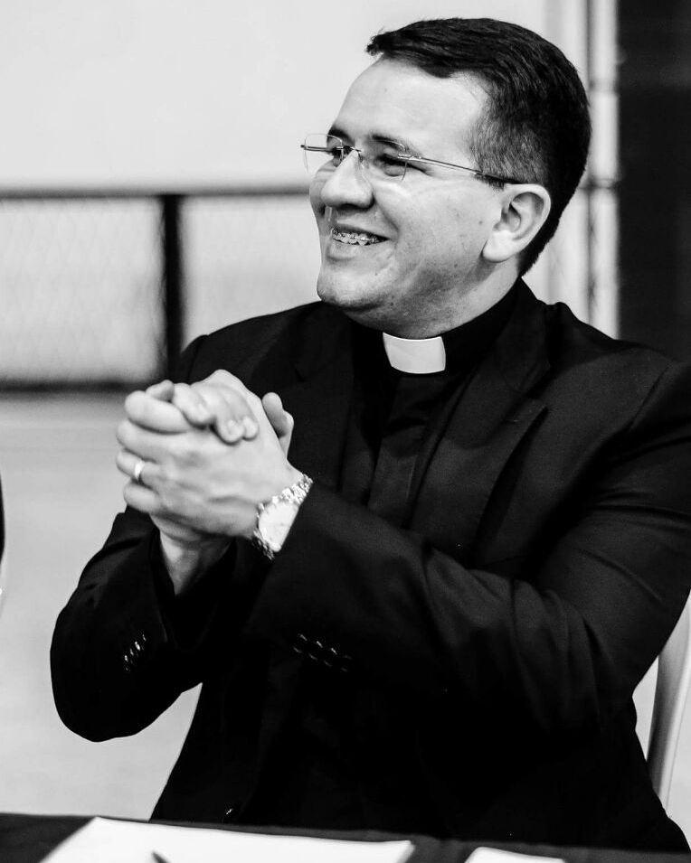 O aniversariante de ontem(09) Padre Charles Lamartine um ser especial, amado e querido por todos comemora com uma missa em ação de graças amanhã, as 17:30h na catedral de Santa Luzia.