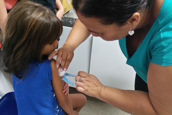 Cerca de 47 milhões de crianças e adolescentes estão convocados para atualizar a caderneta de vacina em todo o país.